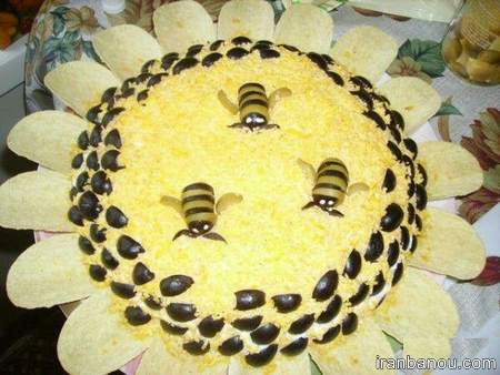 تزیین سالاد الویه به شکل گل